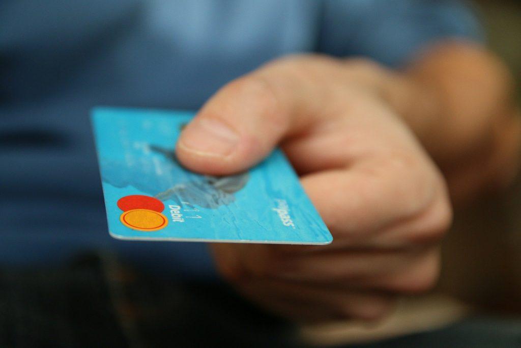 La tarjeta revolving Hoist Finance tiene intereses elevados.