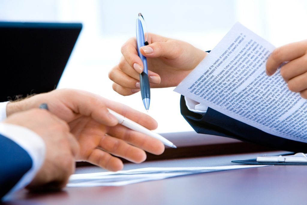 Los contratos sin firmas son considerados como falta de transparencia.
