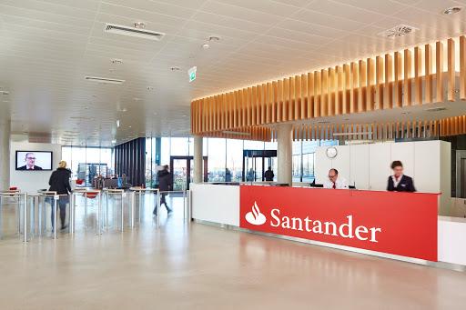 El banco Santander cambiará las políticas de comisiones.