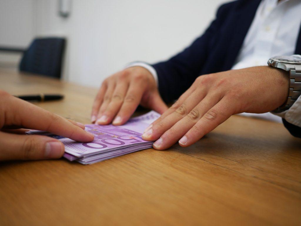 Puedes reclamar un microcrédito si supera le 20%TAE en intereses.