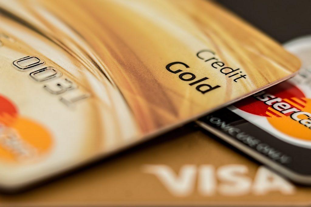 Diferencias entre tarjeta revolving y crédito.