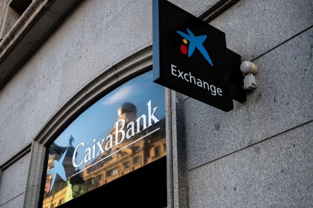 El ERE de CaixaBank deja a más de 8.300 trabajadores en la calle